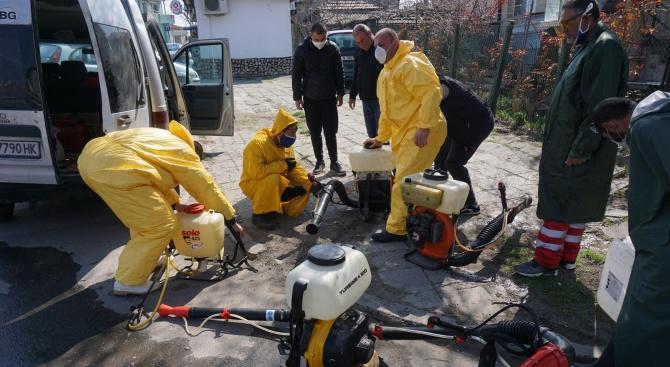 Дезинфекцирани са обществени места в Радомир, съобщават от общинския пресцентър.