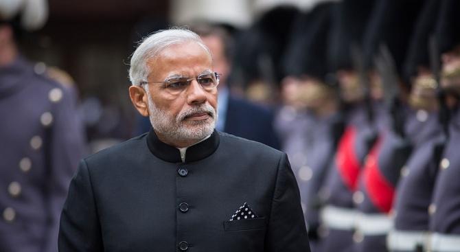 Индийският премиер и депутатите намалиха заплатата си с 30 %
