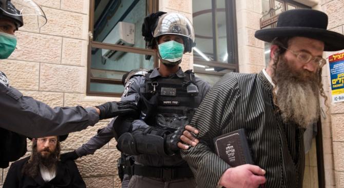 В Израел произвеждат специални маски за мъжете с бради
