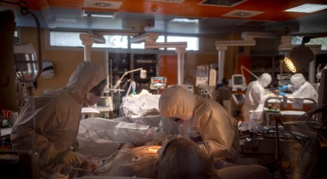 Много здравни работници в Истанбул, Измир и Анкара са заразени с коронавирус