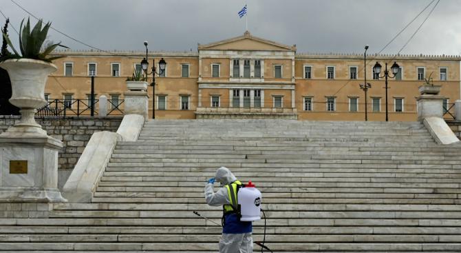 Гърция, която е в по-малка степен засегната от пандемията от