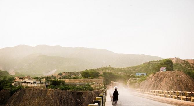 Пакистанските власти съобщиха, че са поставили под карантина хиляди ислямски