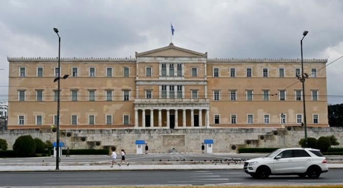Правителството в Гърция: Великденските служби само при закрити врата