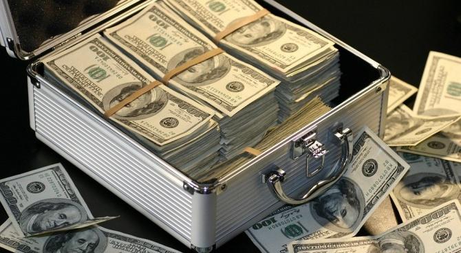 Печатниците за пари работят на пълни обороти. В условията на