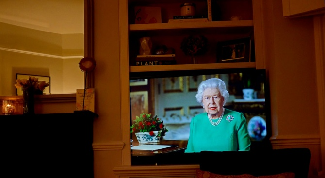 Британската кралица Елизабет засвидетелства днес признателността си към медицинските работници