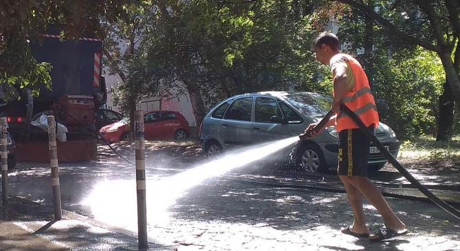 Ежедневно мият улиците в Шумен