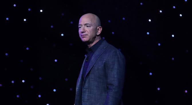 """Джеф Безос за трета поредна година е най-богатият човек в света, според """"Форбс"""""""