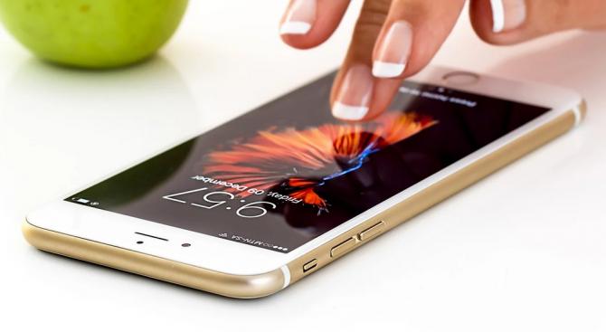 ЕП: Използването на данни от смартфони за ограничаване на COVID-19 трябва да спазва правилата на ЕС за защита на данните