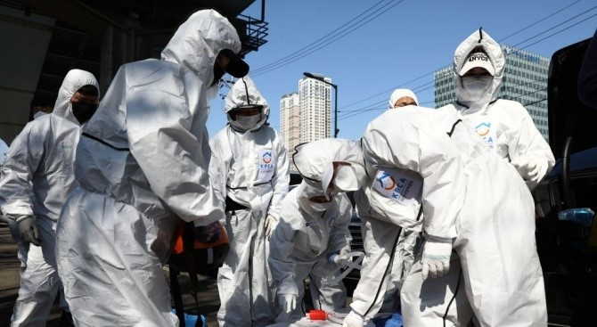 Франция премина прага от 10 000 починали от COVID-19, в Испания заразените са най-много
