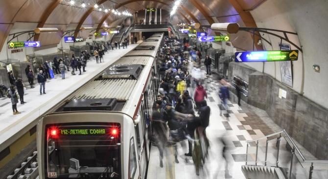 Камери ще следят дали спазваме дистанция в метрото