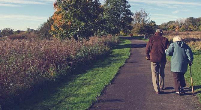 В Джебел спипаха пенсионери да се разхождат в парк