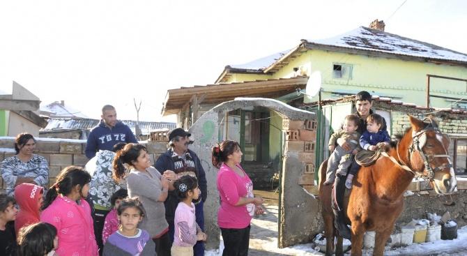 Медиатори и полиция следят да няма събиране на групи в ромските квартали на Монтана