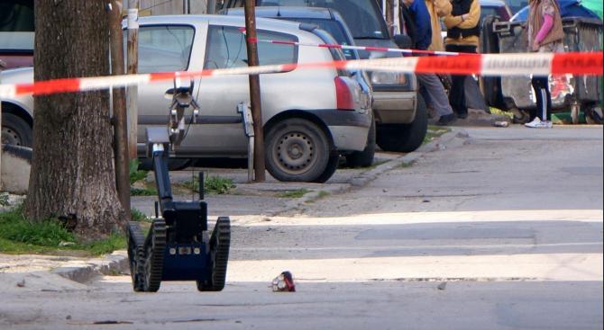 Намерено взривно устройство вдигна на крак полицията в Сливен и отцепи част от центъра на града