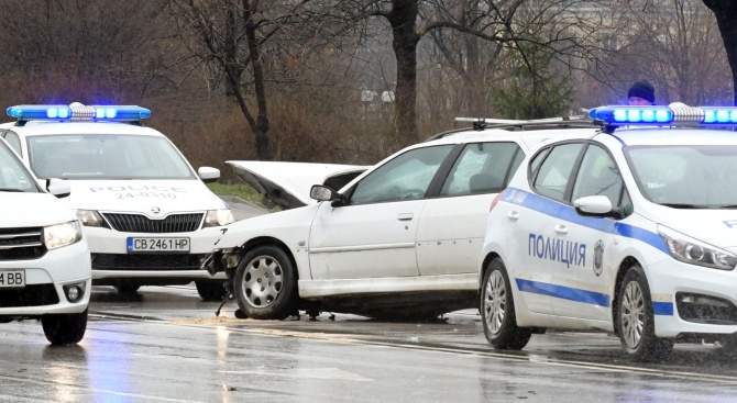 """Удар между три коли на столичния булевард """"Александър Малинов"""" по"""
