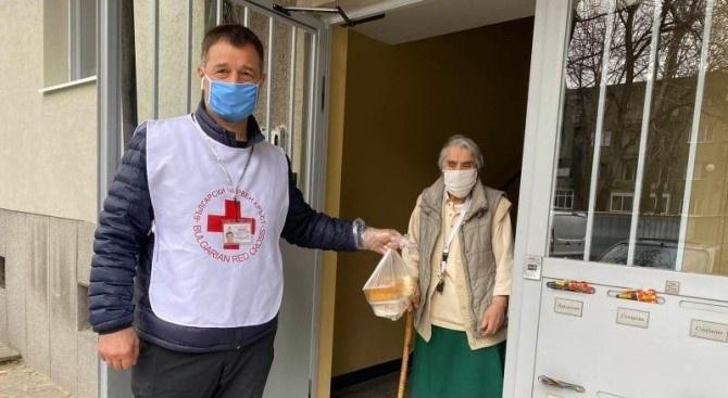 Община Асеновград започна раздаването на храни и хранителни продукти по