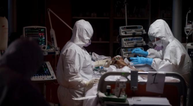 САЩ са на второ място след Италия по брой на смъртни случаи от COVID-19