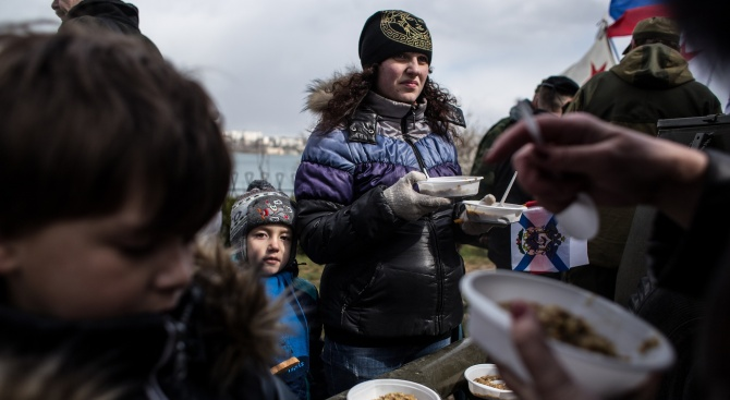Руснаци: По-добре COVID-19, отколкото безпаричие