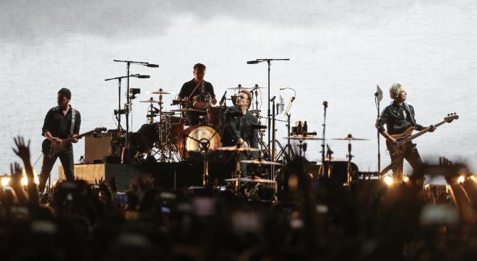 U2 дариха 10 млн. евро на медици в Ирландия
