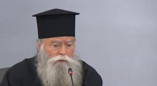 Църквата ще направи компромиси заради коронавируса, но няма да затвори храмовете