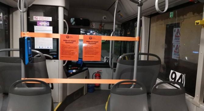 Доброволци дезинфекцират автобусите в София