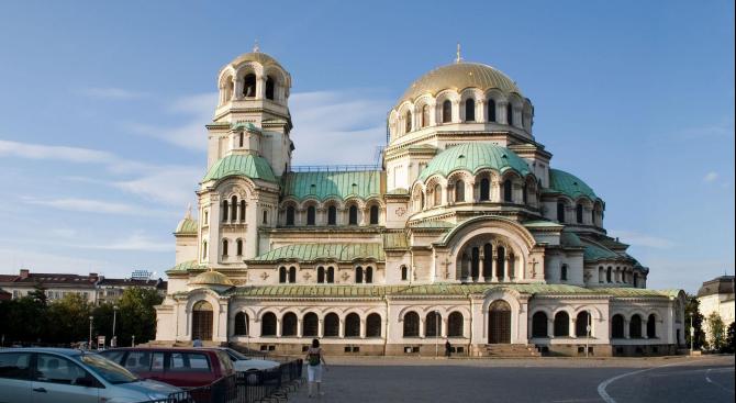 Започва дезинфекция на пространствата около всички храмове в София
