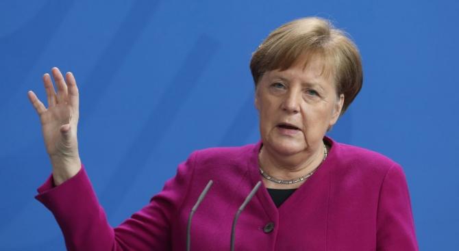 Меркел: Кривата на епидемията вече се изправя