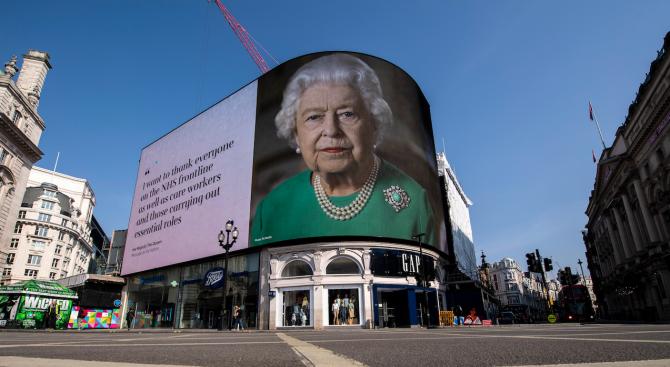 Британската кралица Елизабет Втора изпрати тази година по пощата възпоменателни
