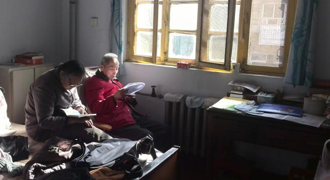 Хората над 60 години понасят най-добре изолацията