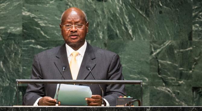 Президентът на Уганда показа форма на 75