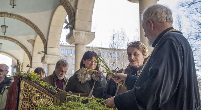 Богослуженията за Цветница в храмовете в Разградско ще са с повишени мерки за безопасност