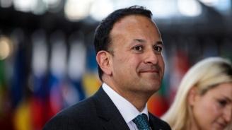 Премиерът на Ирландия отново ще облече лекарската престилка
