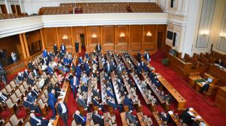 Депутати и министриостават без заплатиза срока на извънредното положение