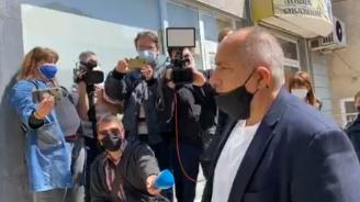 Ето как премиерът днес разведри шивачки на предпазни маски