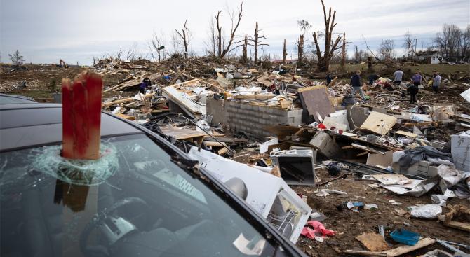 Мощно торнадо и бури засегнаха американския щат Мисисипи и причиниха