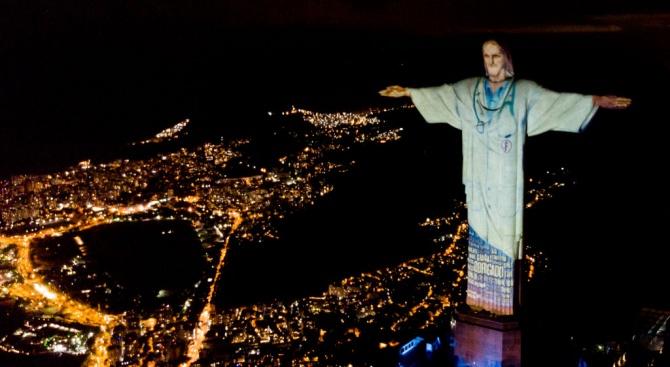 """Статуята на Христос Изкупител в Рио де Жанейро беше """"облечена"""""""