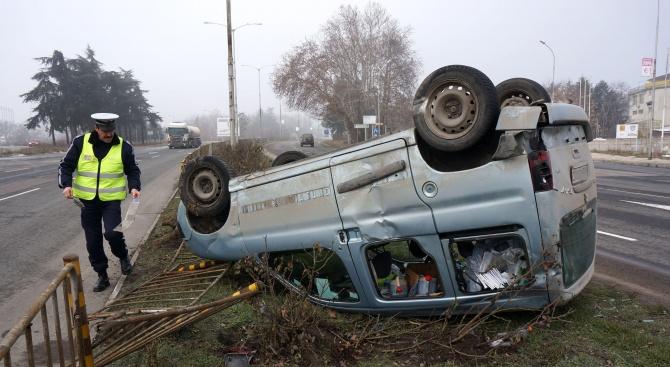 Пияна шофьорка преобърна колата си край Видин