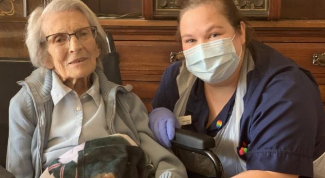 От болница във Великобритания бе изписана жена на 106 години,