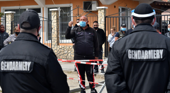 """Напрежение във """"Факултета"""", ромите излязоха на протест"""