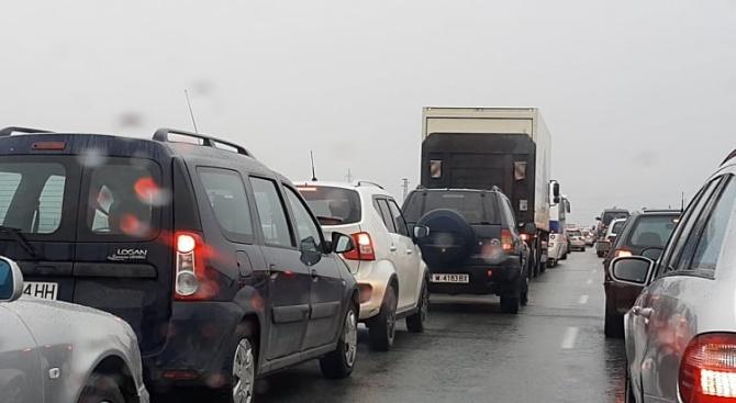 Отново километрични колони от автомобили на влизане за София