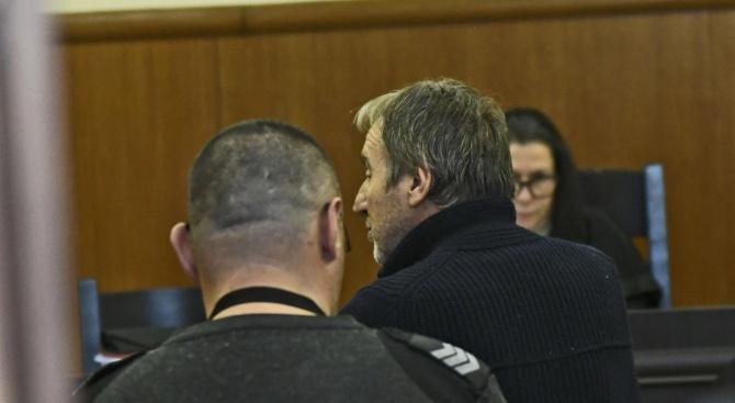 Бившият шеф на Комисията по хазарта Огнемир Митев остава в