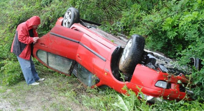 Пиян шофьор предизвика катастрофа и рани спътничка