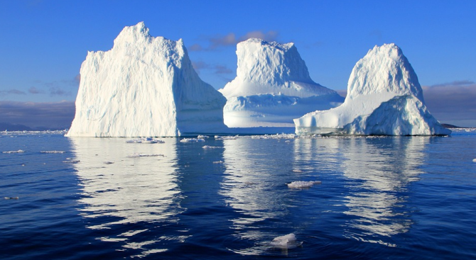 Най-големият айсберг е пред разпадане