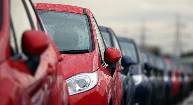 Автомобилната промишленост настоява за възобновяване на производството
