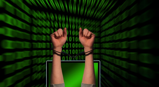 Задържаха българи за киберпрестъпления в Азербайджан
