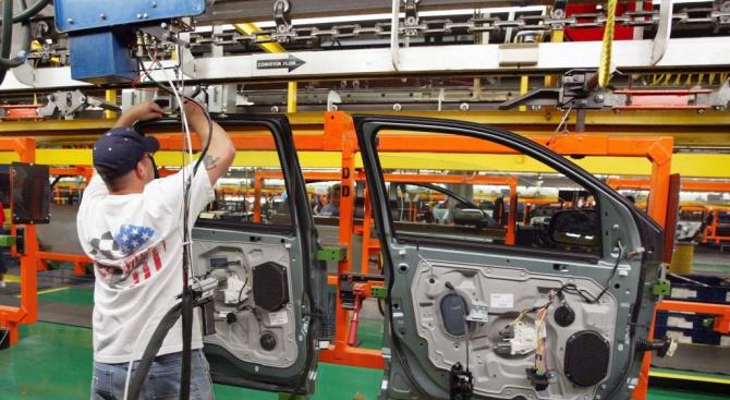 Поръчките към заводите в САЩ за производство на стоки за