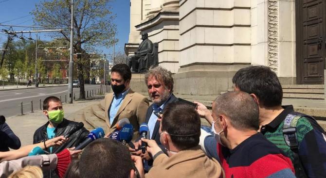 Министър Банов за поставянето на нови климатици по фасадата на СУ: Абсолютна простотия