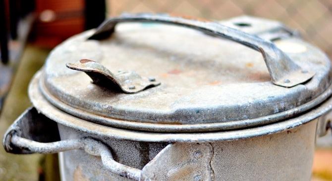 Вандали унищожиха контейнери за смет в Търговище