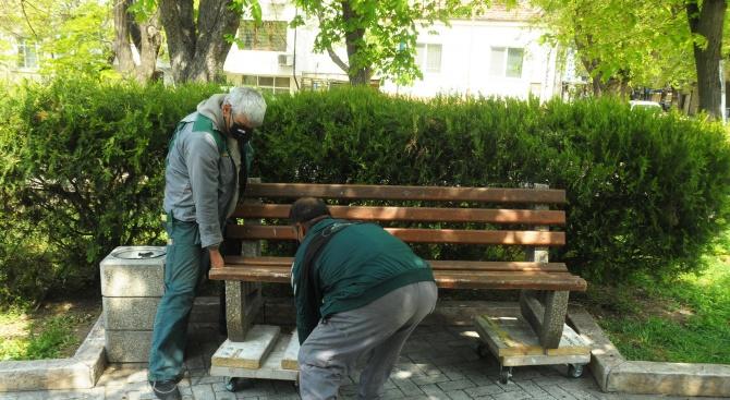 Връщат пейките на местата за отдих в Бургас