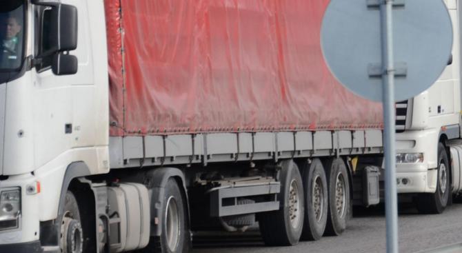 """Два ТИР-а катастрофираха на магистрала """"Тракия"""" днес следобед. Няма жертви"""
