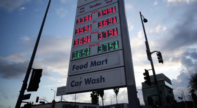 Цената на барел американски лек суров петрол, който е референтен